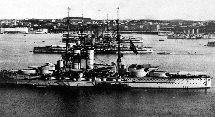 700px-Austro-Hungarian_Dreadnoughts_At_Pula