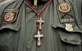 hrvatski vojnik sa krunicom